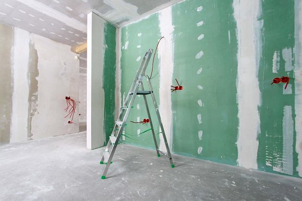 jak tynkować ściany